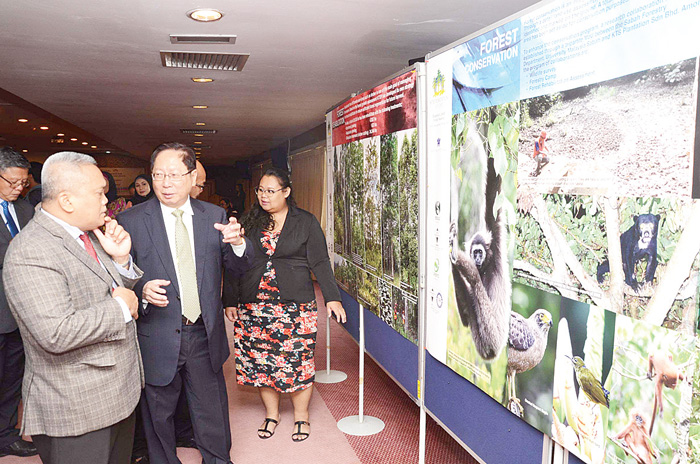 Rasid (left), Lau (second left) and others tour the exhibition at the event.